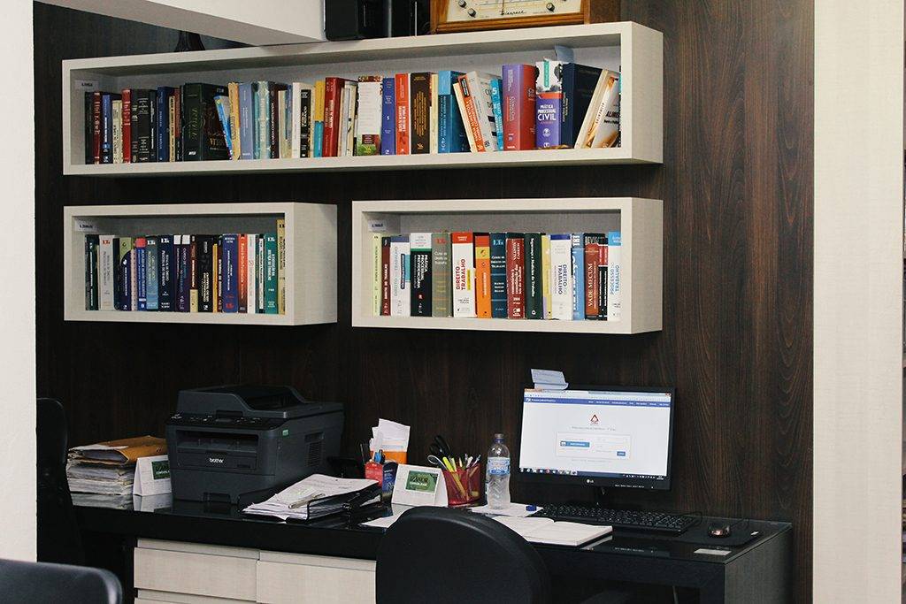 Interior do escritório Belasque Advocacia em Santa Rita do Sapucaí - MG.